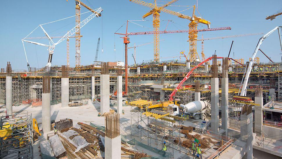 Terminál Midfield: Každý den bylo zpracováno přes 1 000 m3 betonu, proto bylo nutné nasazení velkého počtu lidí i materiálu.