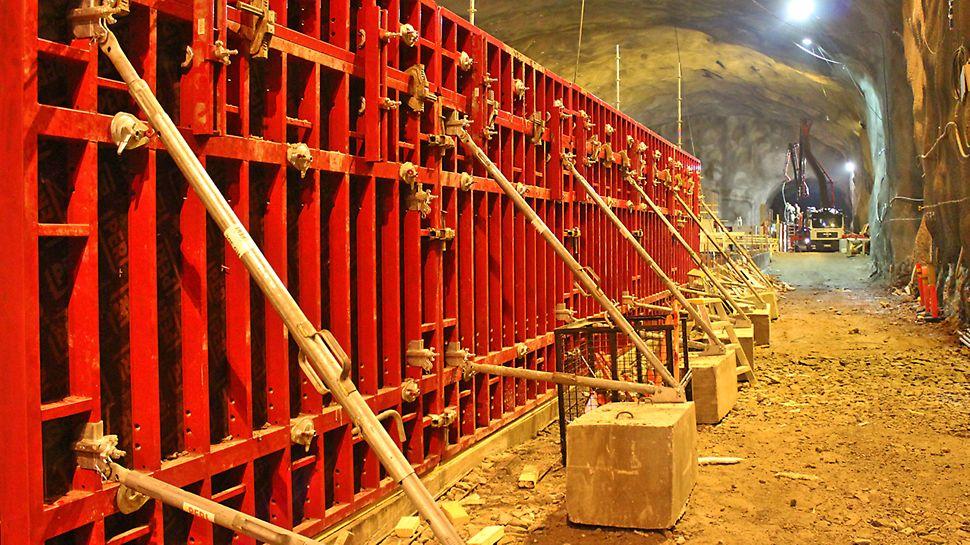 MAXIMO-järjestelmämuottia Niittykummun aseman huoltotunnelin rakennusvaiheessa.