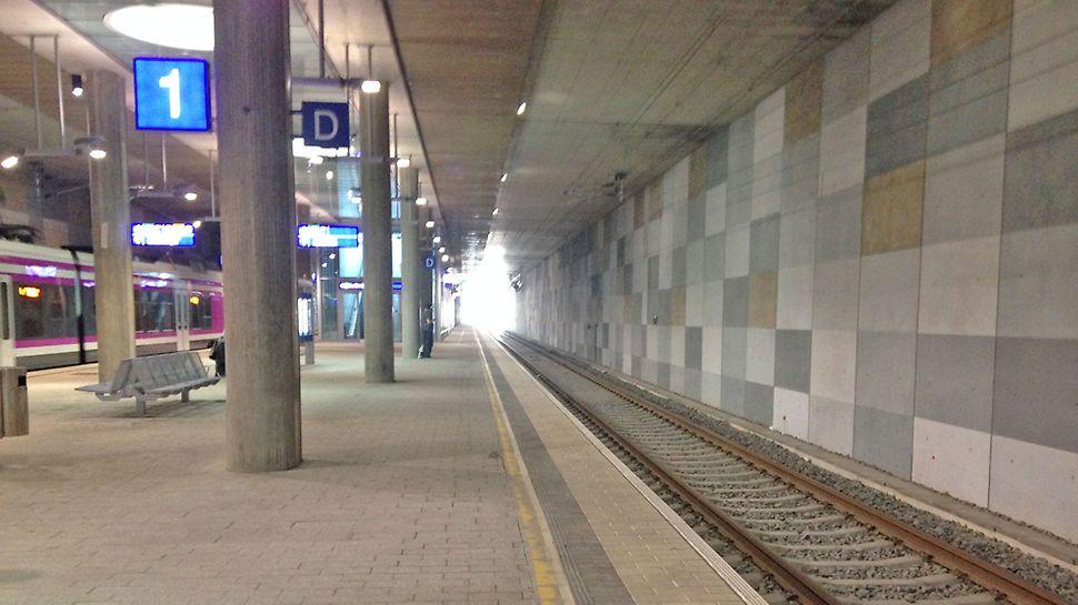 Kivistön aseman betoniseinät ovat suuresti näkyvillä myös aseman valmistuttua vuonna 2015.