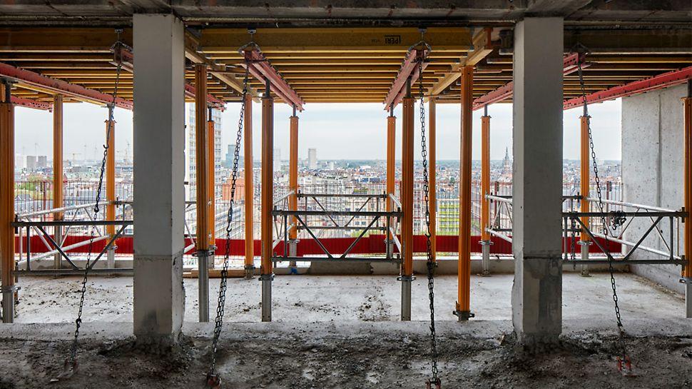 Voor het storten van de loggia's – ruime inpandige balkons – werd VARIODECK tafelbekisting gebruikt.