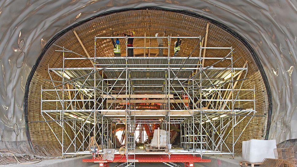 Der Losenbergtunnel während den Bewehrungsarbeiten.