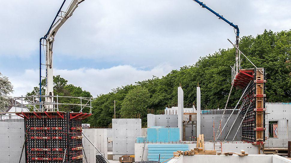 Concrete House : Dès le départ, l'idée était d'utiliser les panneaux DUO pour des applications horizontales et verticales pour le coffrage des dalles, des colonnes et des voiles. Les panneaux légers (max. 25 kg) étaient idéaux pour le projet en raison de l'emplacement et de l'espace limité sur le chantier. (Photo : seanpollock.com)