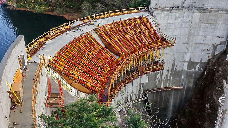 Progetti PERI, Diga sul Blue Lake, Alaska (USA): la difficoltà di accesso e la forma architettonica complessa rappresentavano due grandi sfide per il cantiere