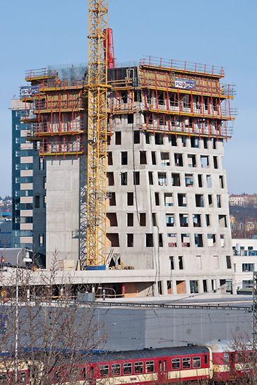 AZ Tower, Brno: Kombinace moderních bednicích systémů na výškové budově.