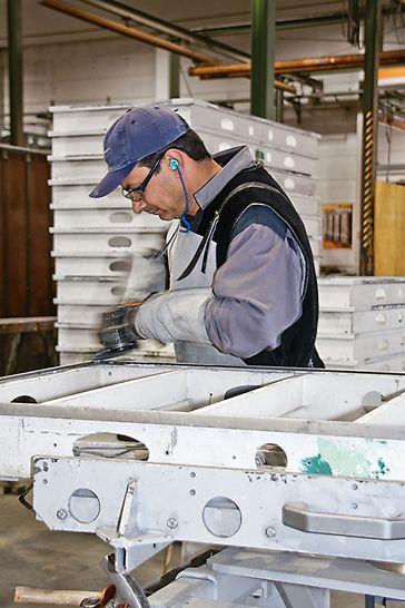 Su richiesta, PERI esegue anche revisioni generali delle attrezzature PERI di proprietà dei clienti, comprensive di nuova verniciatura di protezione a base di polveri termoindurenti