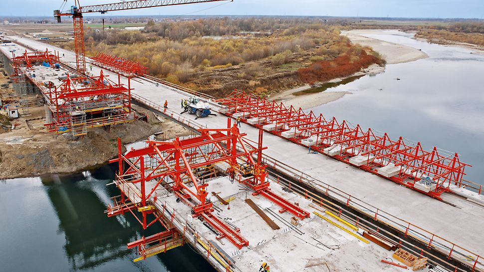 POd peste Dunajec, Tarnow, Polonia - Cu câteva componente standard suplimentare, echipamentul de construcție VARIOKIT poate fi utilizat și pentru metoda de execuție în consolă.