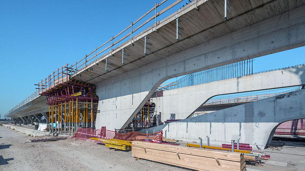 Progetti PERI, Stazione AV/AC Napoli Afragola - I puntelli in alluminio MULTIPROP sono stati impiegati in cantiere sia come puntelli singoli che come montanti di impalcature di sostegno a torre o di tavoli per solai