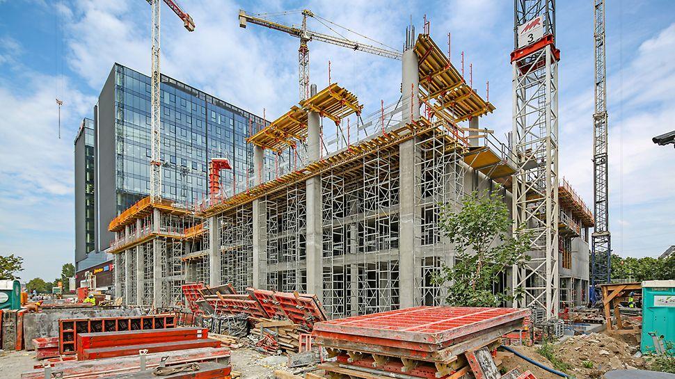 Zastosowanie wież stosu ST-100 wraz z zabezpieczeniem krawędzi w postaci siatek PMB pozwalają na sprawną i bezpieczną pracę na znacznej wysokości.