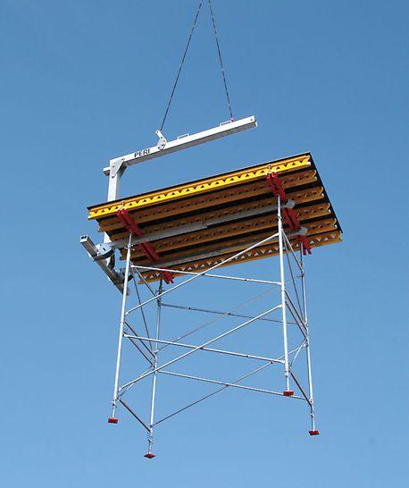 Podpěrná věž PD 8: Přemísťování stropních stolů PD 8 s pomocí transportní vidlice 1,75 t / 8,0 m.
