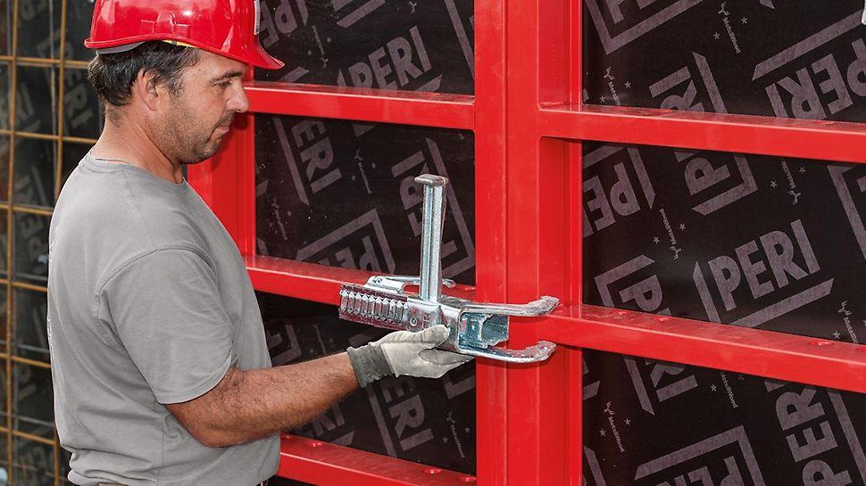Das Richtschloss BFD verbindet die Schalungselemente bündig, fluchtend und dicht – in einem einzigen Arbeitsgang, ohne weiteres Zubehör. Das BFD Richtschloss lässt sich mit nur einer Hand bedienen.