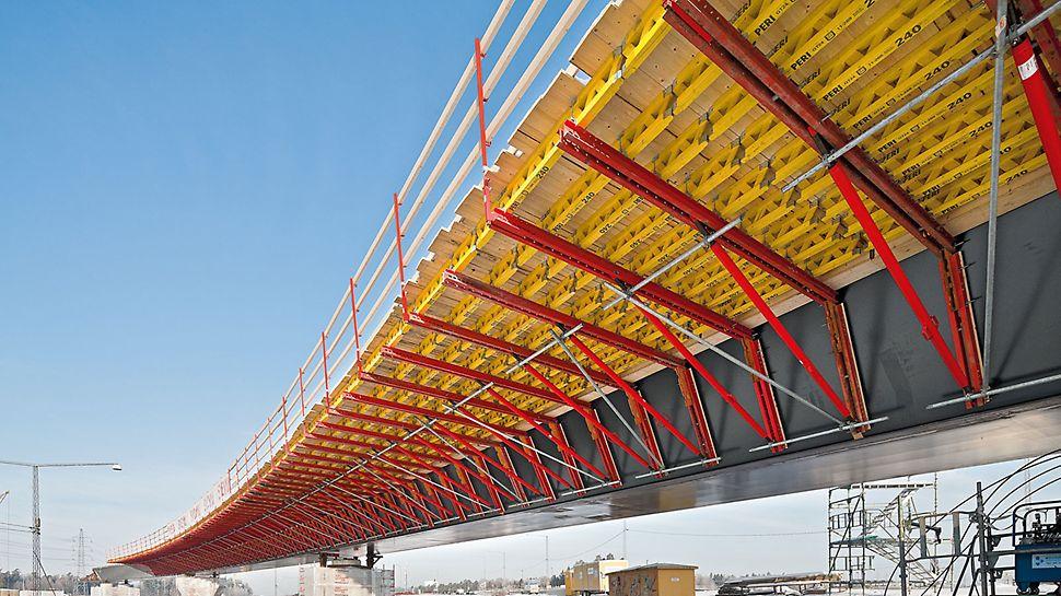 Σύστημα VARIOKIT για την σκυροδέτηση προβόλων σύμμεικτων γεφυρών: Για μικρές σιδηροδρομικές γραμμές, αυτοκινητόδρομους και παράδρομους, καθώς και για τη διαχείριση μεγάλης ποσότητας απαιτούμενων υλικών στο εργοτάξιο, το σύστημα VARIOKIT για την σκυροδέτηση προβόλων σύμμεικτων γεφυρών προσφέρει  οικονομικές και ιδιαίτερα αποτελεσματικές λύσεις. Τα καθοριστικά πλεονεκτήματα είναι η γρήγορη συναρμολόγηση, το χαμηλό ιδίο βάρος και η δυνατότητα χρήσης τυποποιημένων αγκυρίων.