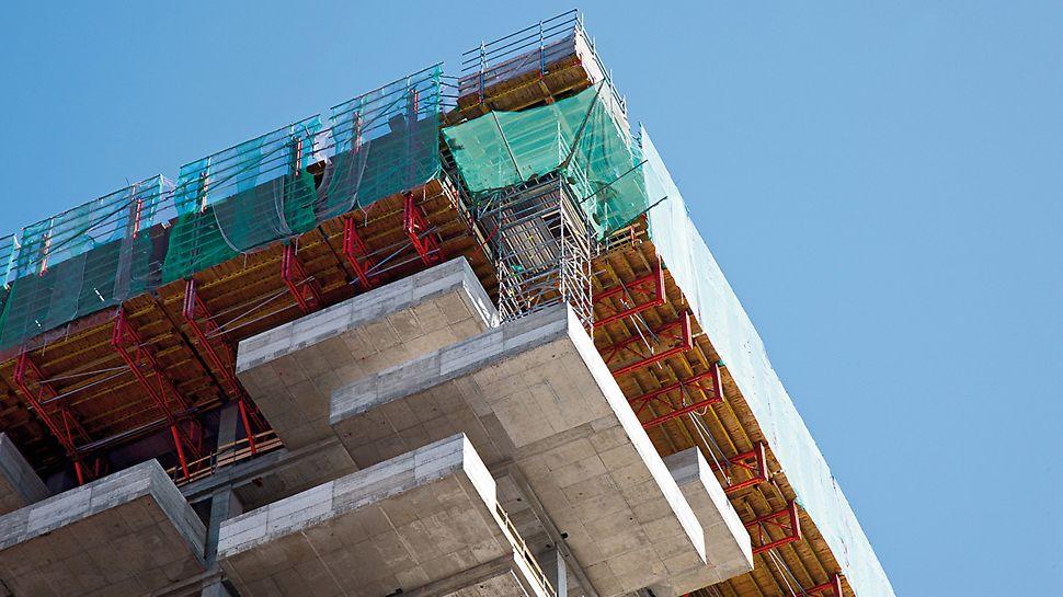 Bosco Verticale, Milano, Italija - inženjeri PERI italija kombinovali su modularne sisteme koji se iznajmljuju, kako bi izradili projektno specifično rešenje oplata i skela.