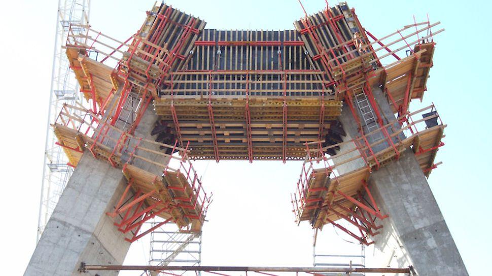 Progetti PERI - Ponte strallato, Cagliare: per casserare l'arcata del ponte è stato utilizzato il sistema VARIO GT 24, appoggiandolo su mensole interne speciali