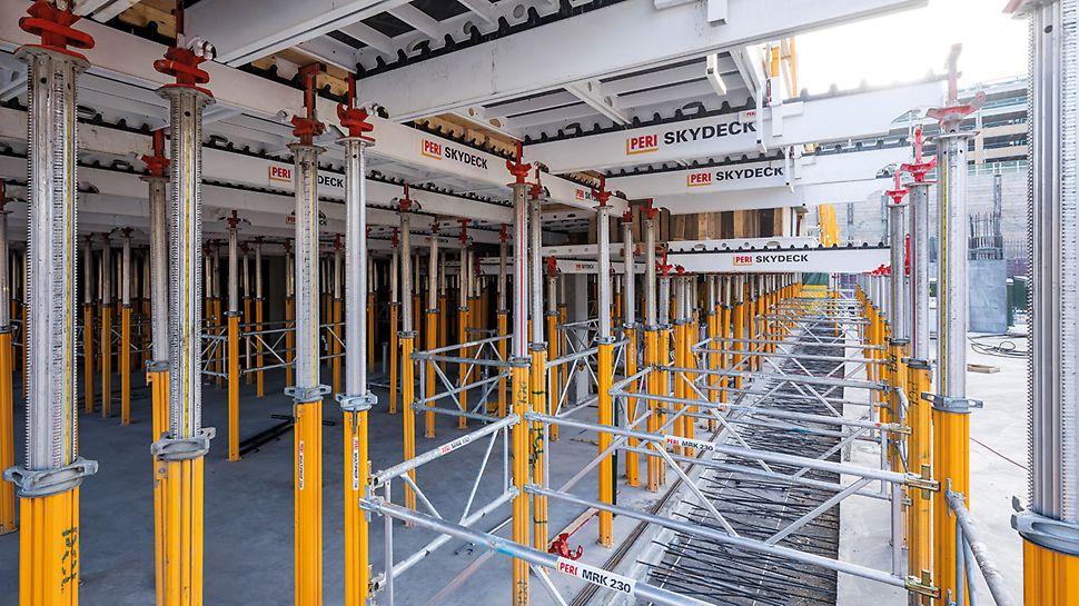 Im Verlauf des Großprojekts kommen insgesamt mehr als 15.000 m² Deckenschalung zum Einsatz – darunter auch die SKYDECK für den Bau der Tiefgarage.