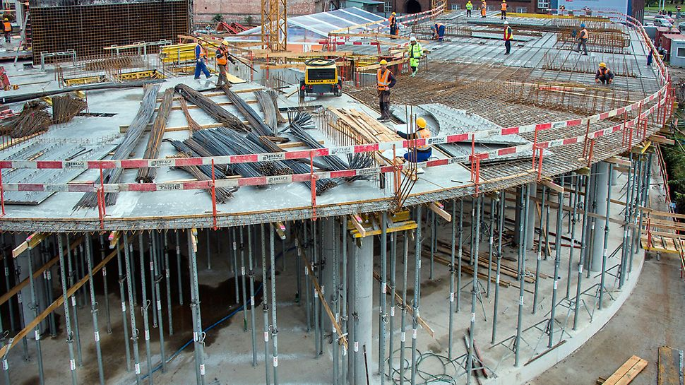 """Dostawy materiału na budowę w systemie """"just-in-time"""" pozwalały rozwiązać problem ograniczonej możliwości rozładunku transportów."""