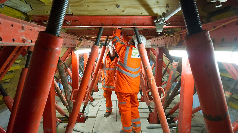 PERI supplied VARIOKIT which used standardised system components on the Tottenham Court Road project