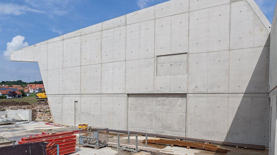 Mit der MAXIMO Rahmenschalung war es möglich, einerseits den Kostenplan und den Bauzeitenplan einzuhalten – und darüber hinaus die geforderte, hochwertige Betonoptik zu erzielen.