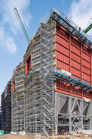 Steinkohlekraftwerk Eemshaven, Niederlande - Arbeitsplattformen und integrierte Zugänge für die Schweiß- und Isolierungsarbeiten an den beiden Elektrofiltern zur Rauchgasentschwefelung basieren auf dem Modulgerüstsystem PERI UP Rosett Flex.