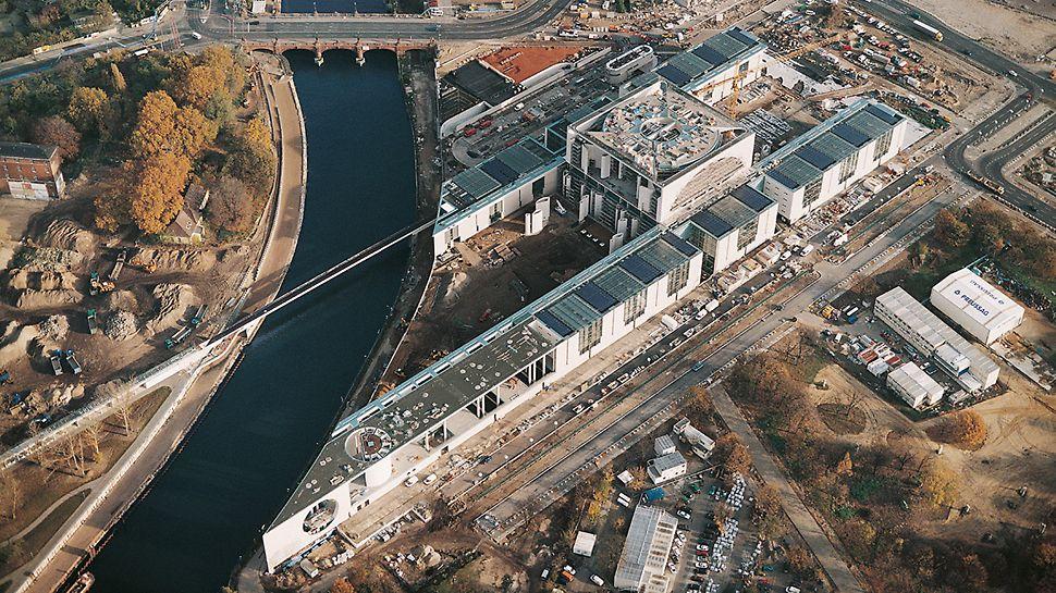 Bundeskanzleramt Berlin, Deutschland - Luftbildaufnahme der neuen Regierungszentrale am Berliner Spreebogen.