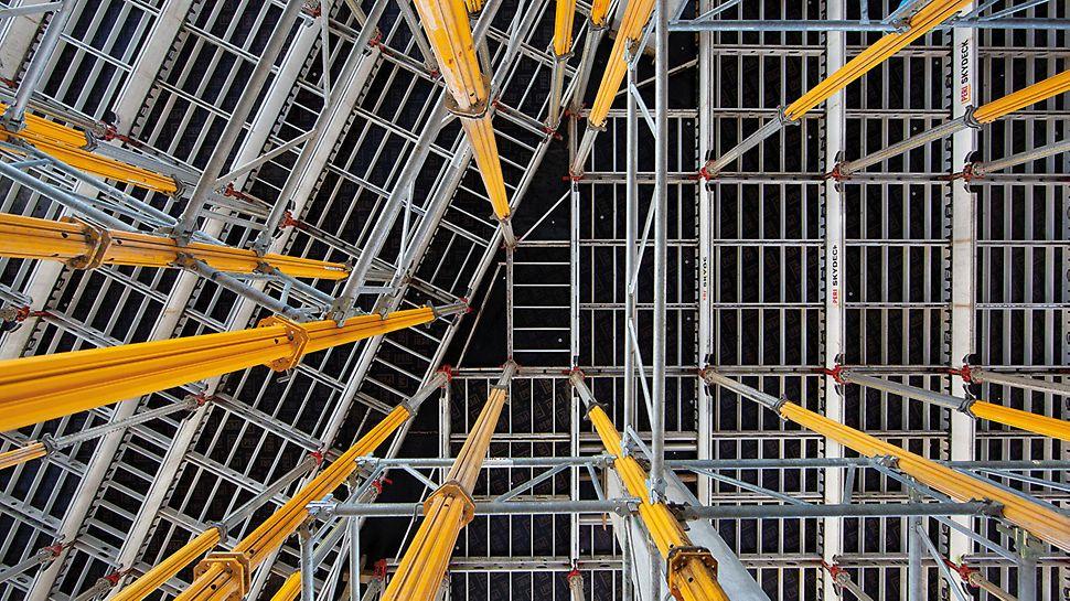 Nu numai că SKYDECK a accelerat operațiunile de cofrare, dar a oferit și un nivel de siguranță deosebit de ridicat pe șantier.