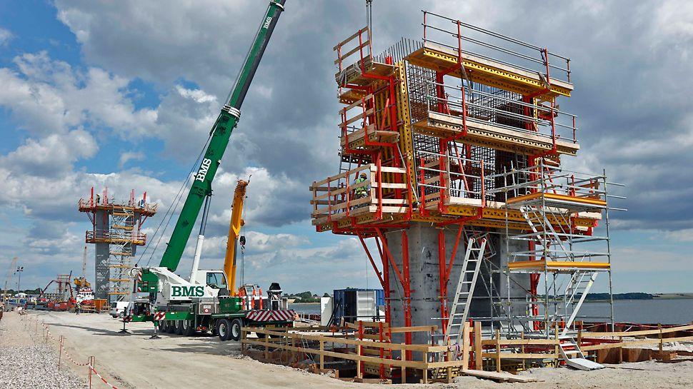 Fjordforbindelsen: SCS klatring – VARIO-forme placeres. PERI UP trappetårn som adgangsvej