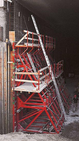 Okvirni podupirači jednostrane oplate i TRIO elementi okvirne oplate u primjeni na gradilištu tunela Audi u Ingolstadtu.