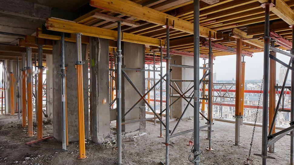 Les panneaux VARIODECK ont été prémontés dans l'atelier de PERI avant d'être livrés prêts à l'emploi sur le chantier. Ce qui représente un remarquable gain de temps.