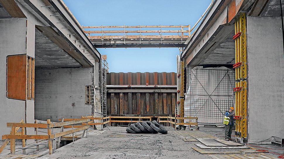 Progetti: Tunnel Limerick, Irlanda - In considerazione della necessità di tenuta stagna, la soluzione PERI presentava 2 diverse versioni di sigillatura degli elementi e dei giunti di getto della cassaforma fermagetto