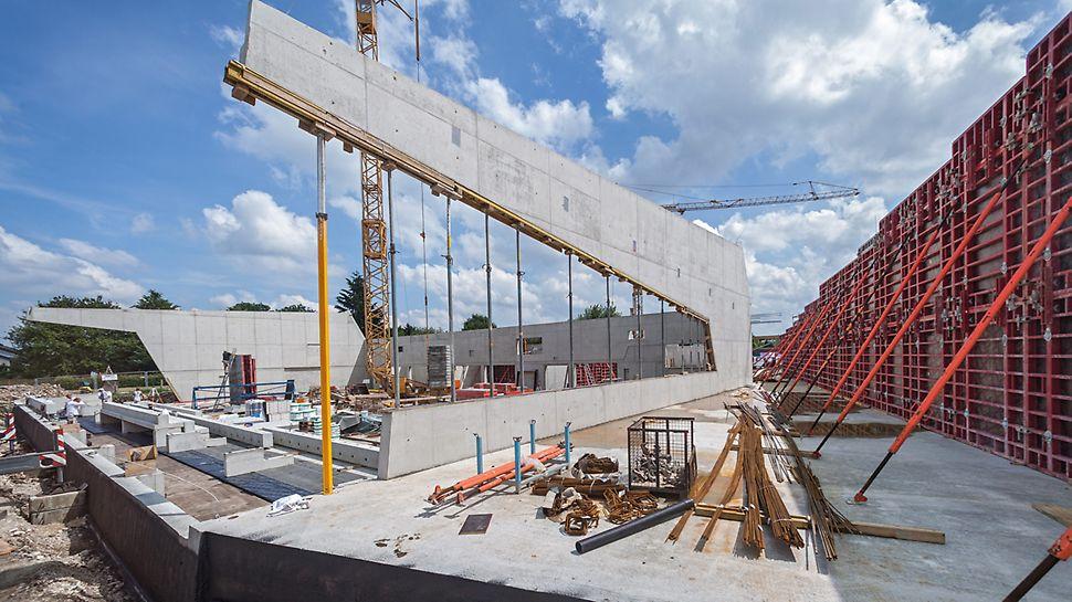 Sporthalle Sonnenbühl-Genkingen: Giebelwände mit Höhen bis zu 10 m und Auskragungen bis 18,50 m