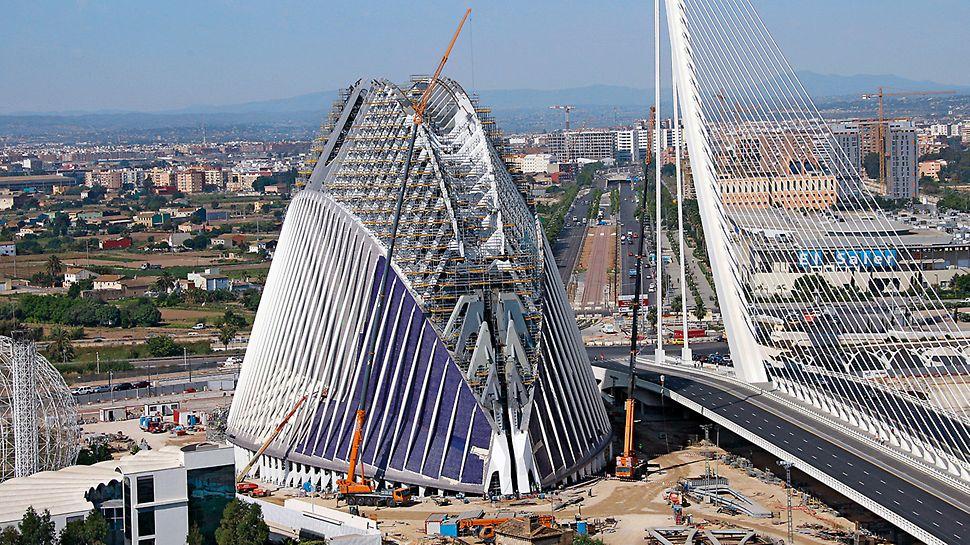 Edificio Ágora, Valencija, Španjolska - dojam skulpturalnosti obilježje je objekata Santiaga Calatrave, isti je slučaj i projekt Edificio Ágora.