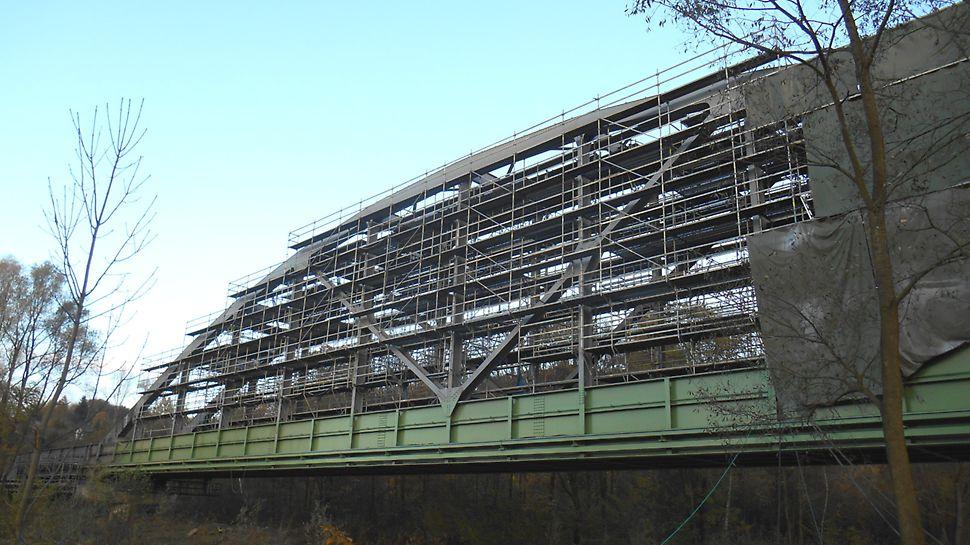 Železniční vlečka Biocel Paskov: Rekonstrukce obloukového ocelového mostu s minimálním omezením provozu.