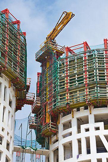 Las Torres de Hércules, Los Barrios, Španija - Zahvaljujući ACS samopenjajućim platformama dva kružna tornja betonirana su u 10-dnevnom taktu.