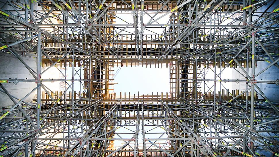 System PERI UP Rosett okazał się optymalnym rozwiązaniem dla podparcia belek stropowych w salach kameralnych.