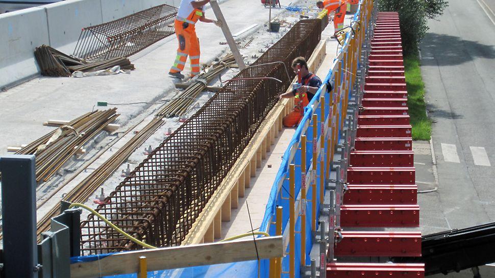 Dyssegårdsvej bro - Forskalling til kantbjælken er ved at blive etableret oven på de bærende ståldragere (RCS bjælker).