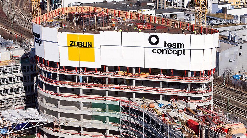 ADAC Zentrale, München, Deutschland - Die RCS Kletterschutzwand bietet mit einer vollständigen Einhausung der obersten Geschosse Schutz vor Wind und Wetter – und steigert die Arbeitsproduktivität.