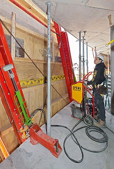 Absolute World, Missisauga, Kanada - Mobile RCS Hydraulikzylinder und -aggregate heben die Klettereinheiten zum jeweils nächsten Betonierabschnitt.