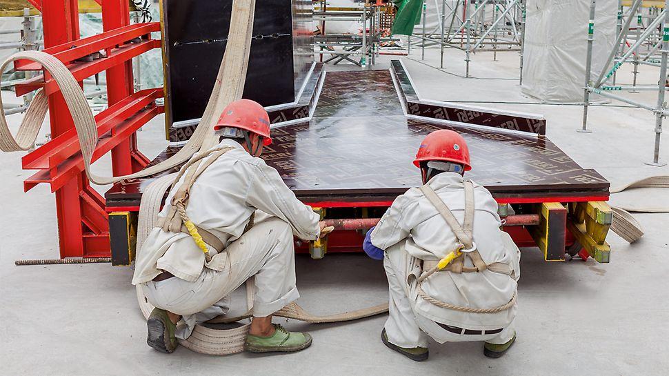 Die Zuschnitte für die projektspezifischen Schalungen der großformatigen Stützen werden in Weißenhorn geplant und produziert.