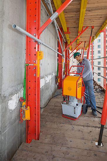 Mobile RCS Hydraulikaggregate und -zylinder reduzierten den Kostenaufwand für kranunabhängiges Klettern.