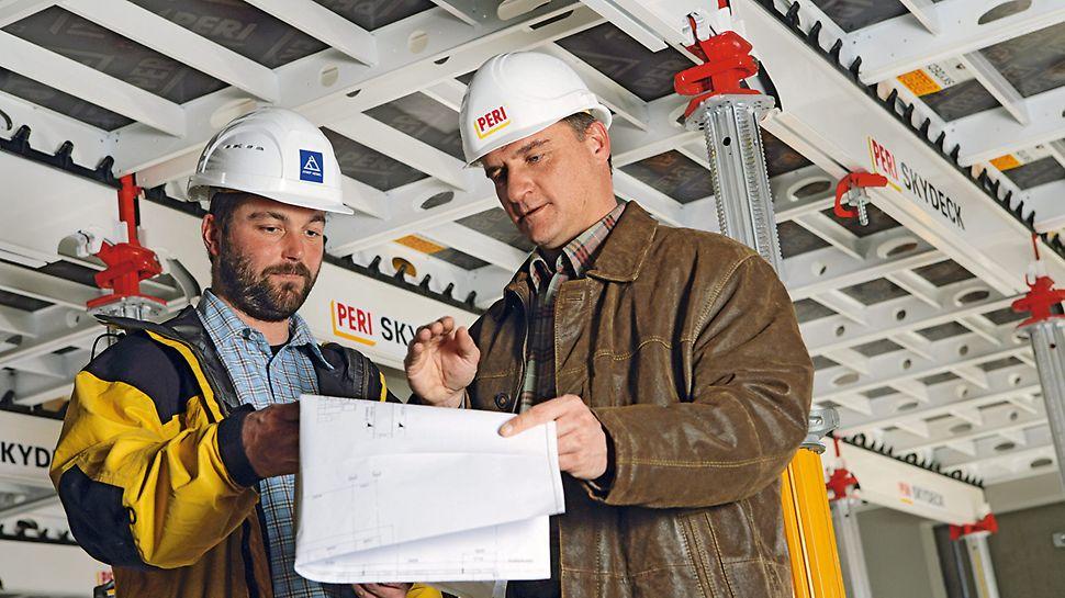 Besprechung der Einsatzplanung und Taktplanung zwischen Baustellenleitung und PERI Projektleitung.
