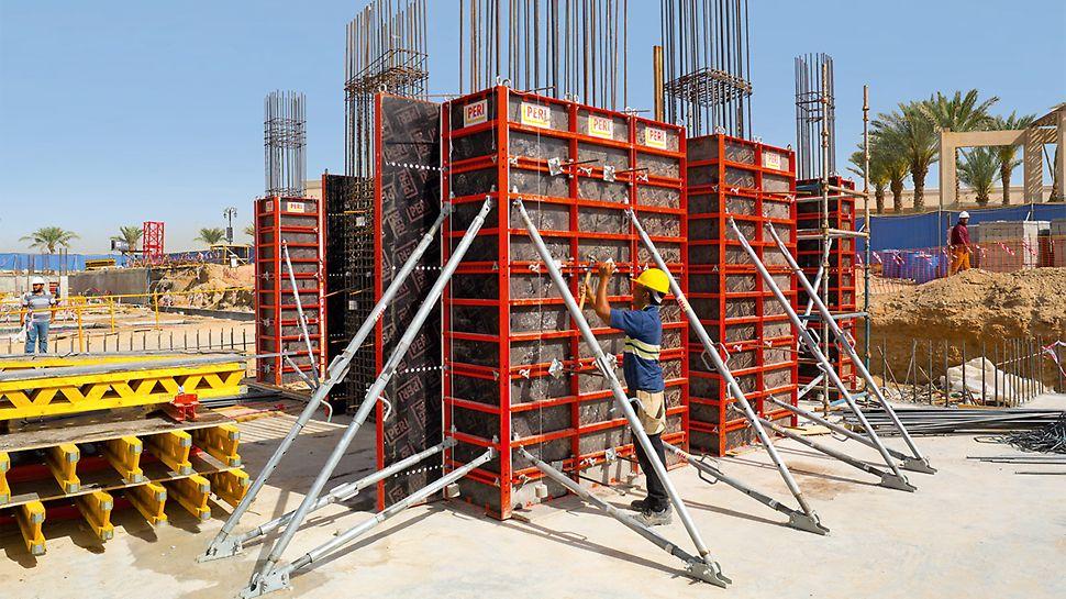 Mithilfe der LICO Säulenschalung konnten auch die Stahlbetonsäulen kranunabhängig geschalt werden.