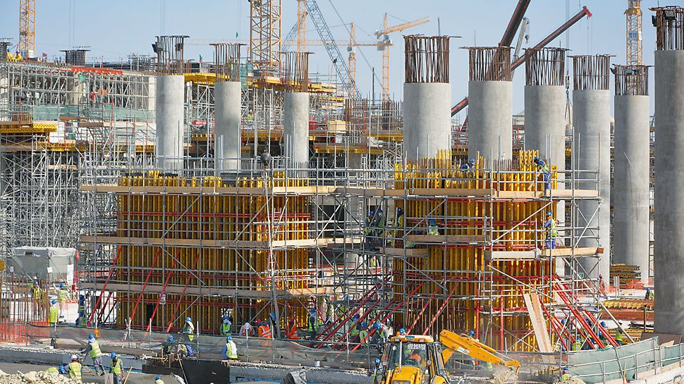 Midfield Terminal Building, Abu Dhabi - For forming the up to 12.50 m high reinforced concrete walls, VARIO GT 24 girder wall formwork provides a maximum level of adaptability through the variable arrangement of lattice girders, steel walers and tie positions.