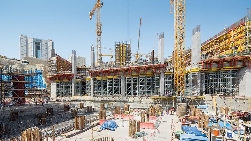 Stanice metra Msheireb, Dauhá: Individuálně řešená systémová koncepce bednění a podpěrného lešení, dodávky materiálu podle potřeby stavby a nepřetržitá podpora přímo na stavbě napomohly k hospodárnému průběhu výstavby a dodržení napjatého harmonogramu.