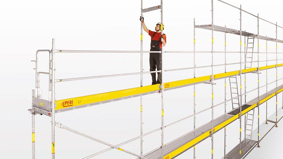 Σκαλωσιά Εργασίας PERI UP T72,T104: Ο χρήστης ικριωμάτων μπορεί να εργαστεί γρήγορα με ασφαλείς συνθήκες χάρη στο ενσωματωμένο σύστημα προστασίας κατά των πτώσεων. Η κουπαστή για το επόμενο επίπεδο συναρμολογείται  εκ των προτέρων μαζί με το πλαίσιο T από το χαμηλότερο, ήδη συναρμολογημένο, επίπεδο σκαλωσιάς. Δεν απαιτούνται επιπλέον εργαλεία.