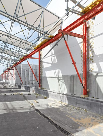 PERI rešenje, projektno specifična kombinacija: VARIOKIT modularni sistem za inženjersku gradnju, PERI UP sistemska skela, LGS elementi rešetkaste konstrukcije