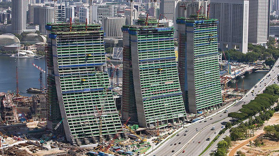 Marina Bay Sands, Singapur - pojedinačni elementi zgrade razlikuju se po širini osnove, radijusu zaobljenosti i dimenzijama pomaka, također se etaže u uzdužnom smjeru pomiču jedna u drugu.