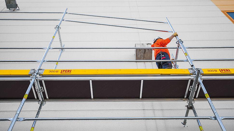 Ca opțiune, ambele bare de protecție pot fi atașate pe cadrul Easy și montate de pe nivelul de lucru inferior.