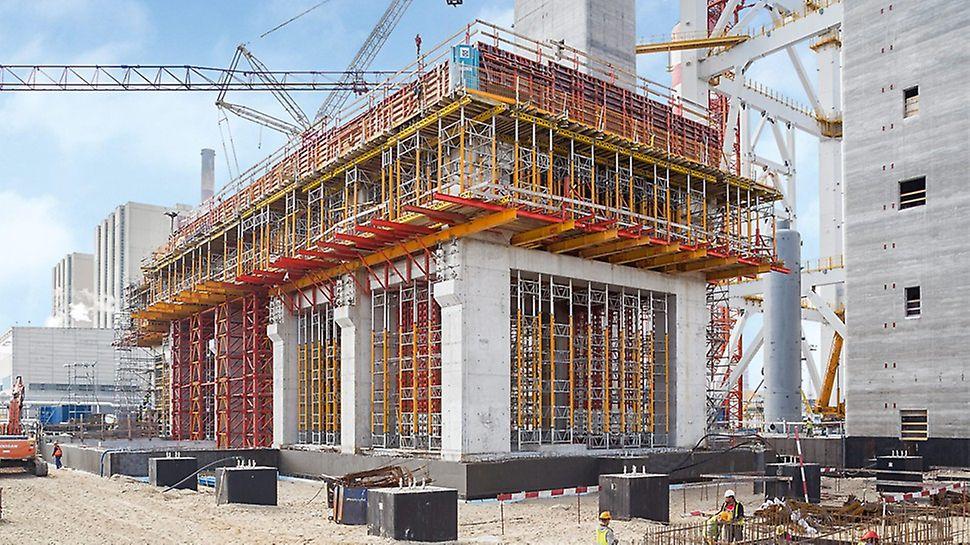 Centrale di Kozienice, Polonia - La soluzione elaborata da PERI per sostenere i carichi elevati era composta da sistemi modulari standard: MULTIPROP, HD 200 e VARIOKIT. Con le impalcature modulari PERI UP sono state allestite le vie di accesso necessarie