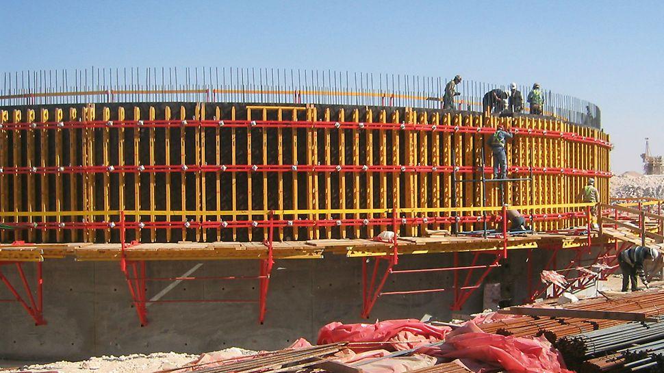 Postrojenje za pročišćavanje otpadnih voda As Samra, Jordan - zahvaljujući varijabilnoj zidnoj oplati s nosačima VARIO GT 24 ekonomično se mogu izvoditi svi oblici i primjene samo jednim sistemom.