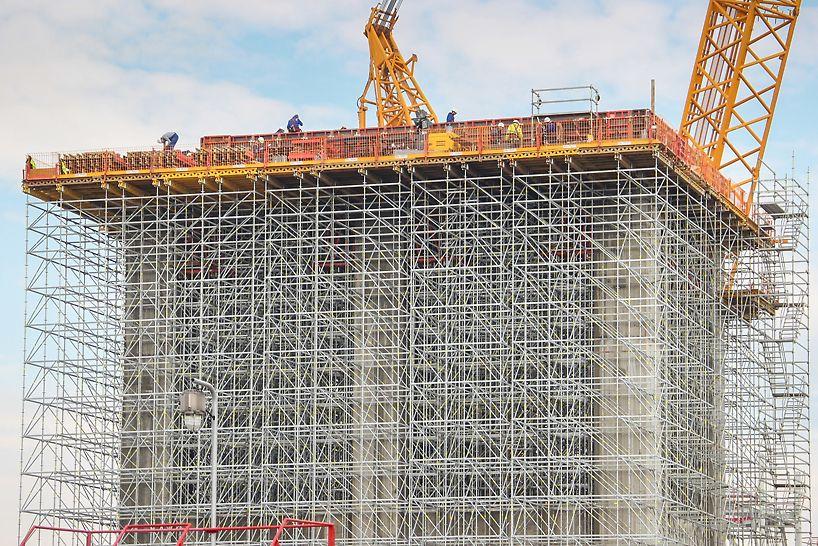 Osim kao nosiva skela, modularni sistem PERI UP korišćen je i prilikom izrade radnih platformi i prilaznih stepeništa.