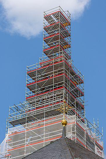 Stephanskirche, Bamberg: Der 58 m hohe Turm der Bamberger Stephanskirche wurde für die notwendigen Sanierungsarbeiten komplett eingerüstet.